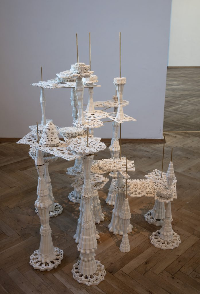 DeepSpaceBabylon. Material: Porcelain, messing. Size: 180x 160x150 cm